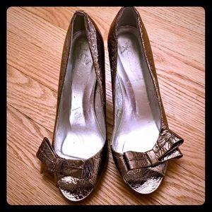 J Crew Bronze Metallic Bow Heels Size 7